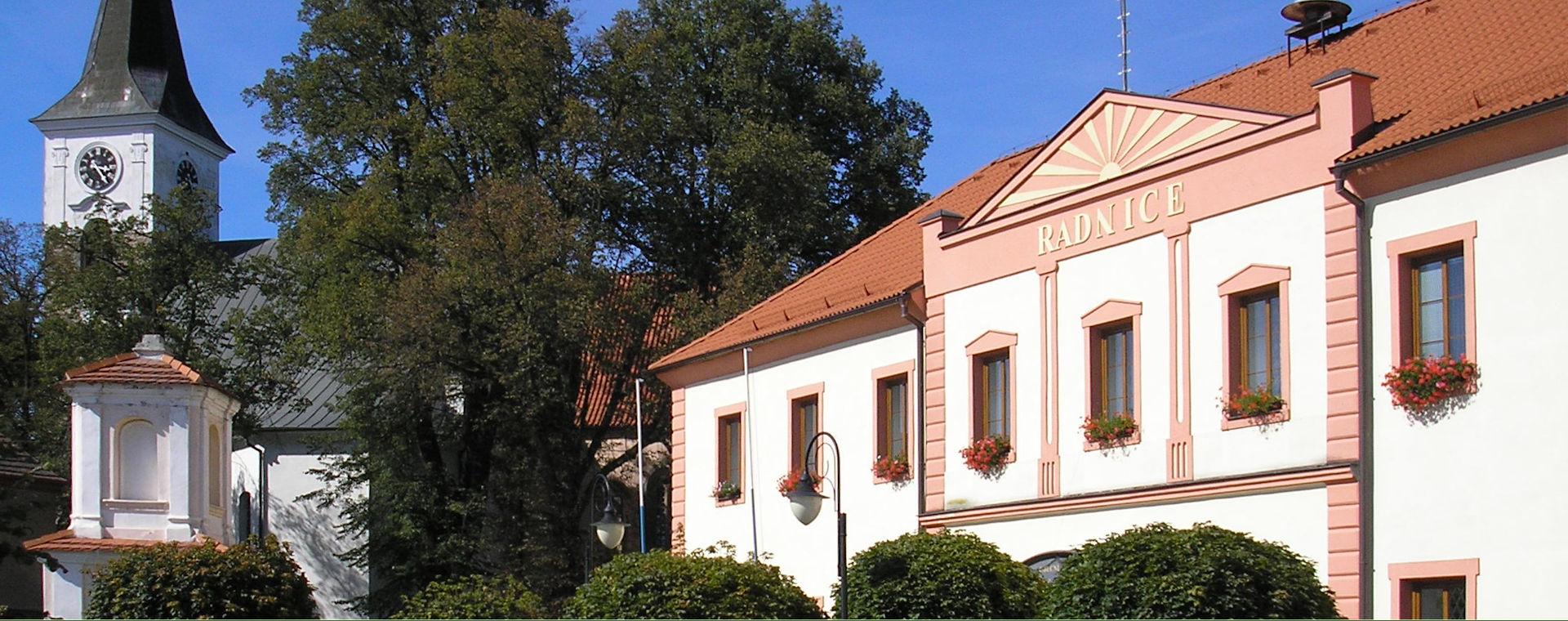 Pohled na radnici a kostel